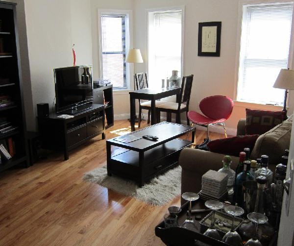 One Bedroom Suite With Kitchen: Sunlit One Bedroom With Hardwood Floors And Separate